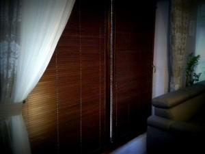 żaluzja drewniana na drzwi przesuwne